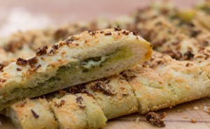 Breadsticks pesto