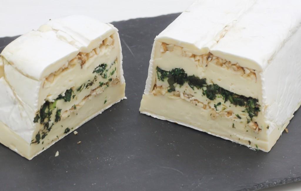 Brie reconstitué aux herbes et aux noisettes