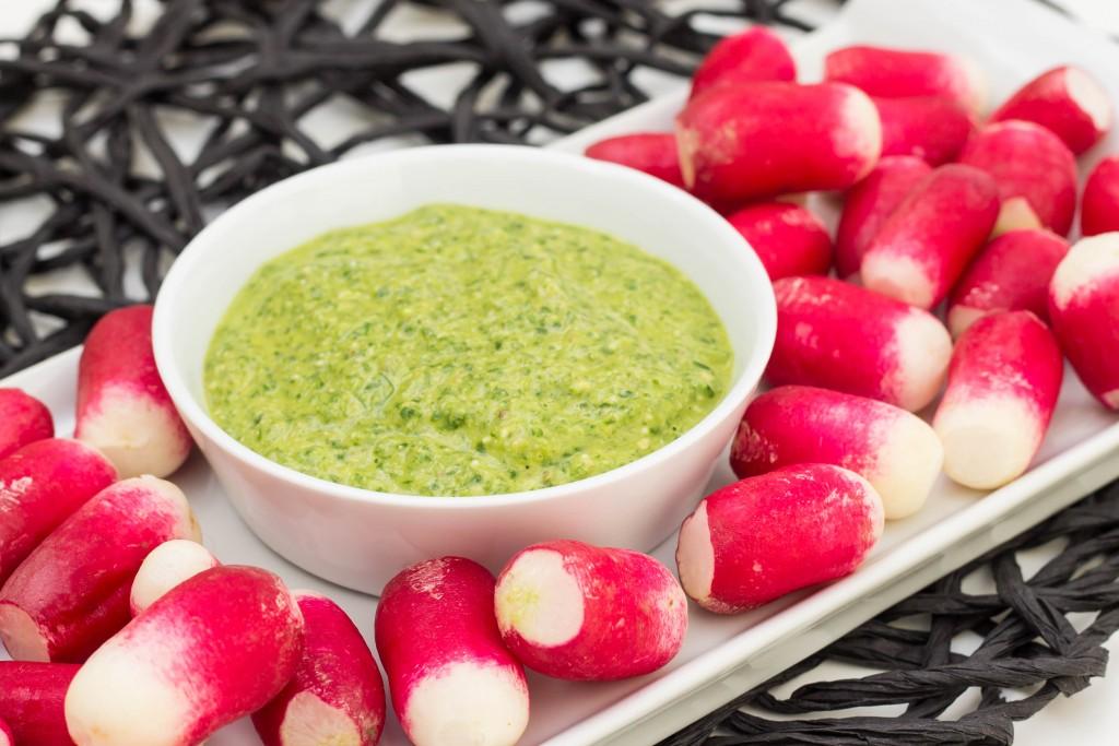 Pesto de fanes de radis aux noix